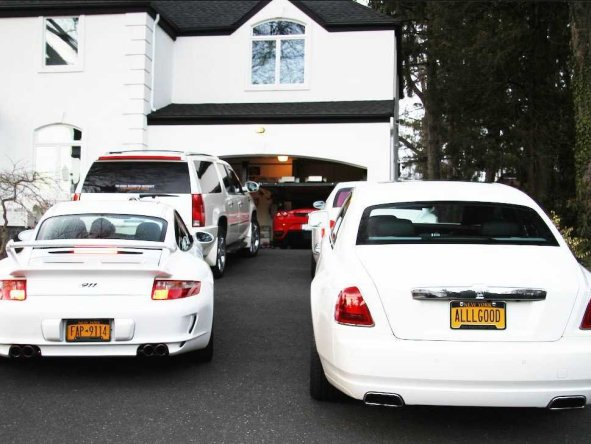 expensive-cars-in-driveway