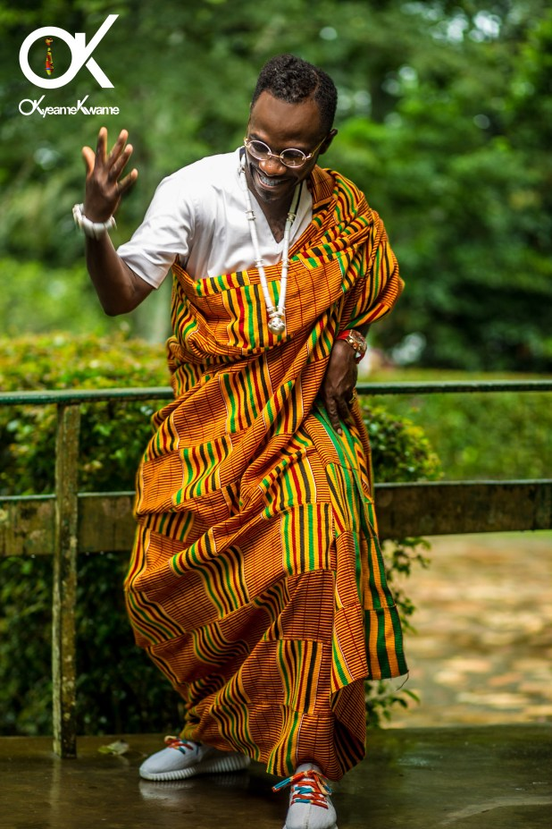 Okyeame Kwame looking all-fly in his Kente