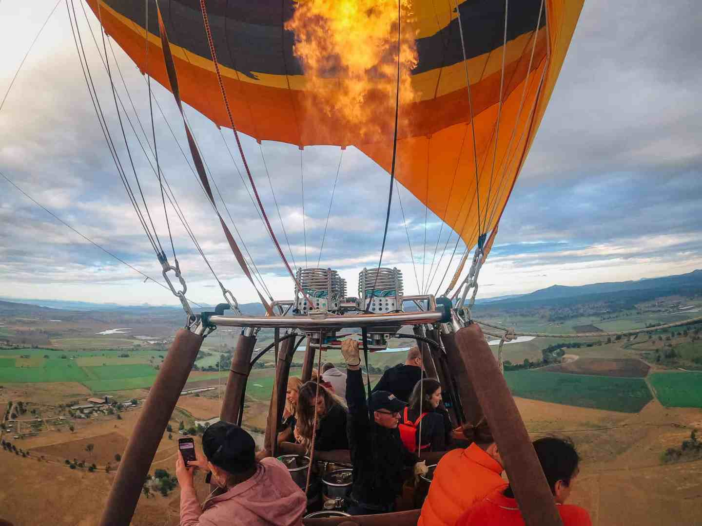 hot air balloon gold coast, hot air balloon rides gold coast, hot air gold coast, balloon gold coast, gold coast hot air balloon, gold coast hot air balloon ride, hot air balloon in gold coast