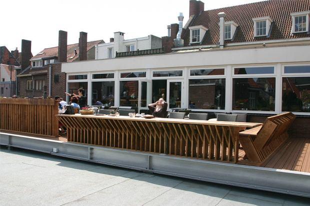 Balustrade bij het dakterras, gezien vanaf het dak