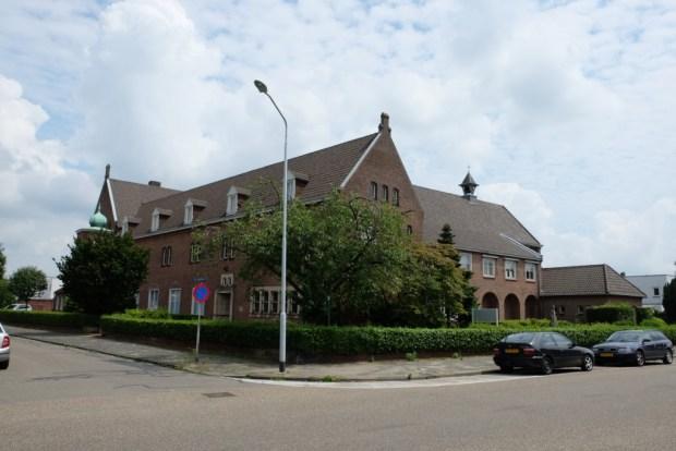 Het voormalige klooster aan de Mgr. Zwijsenstraat te Venlo