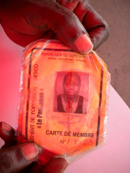 3.- An orator from the Sorbonne shows his membership card.