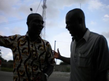 4.- Mobile street vendors sharing a laugh.