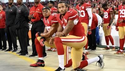 Colin Kapernick kneels during the national anthem