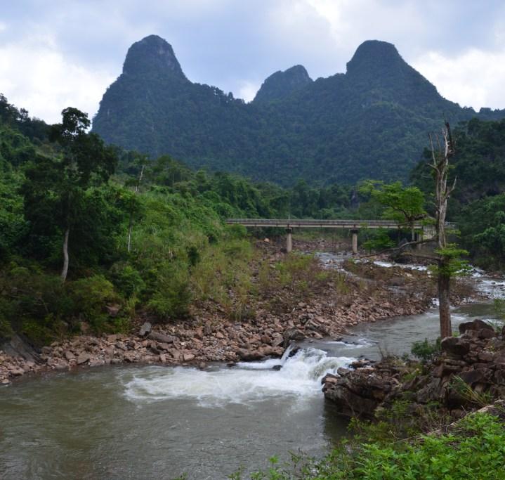 phong-nha-road-between-paradise-and-dark-cave-1243