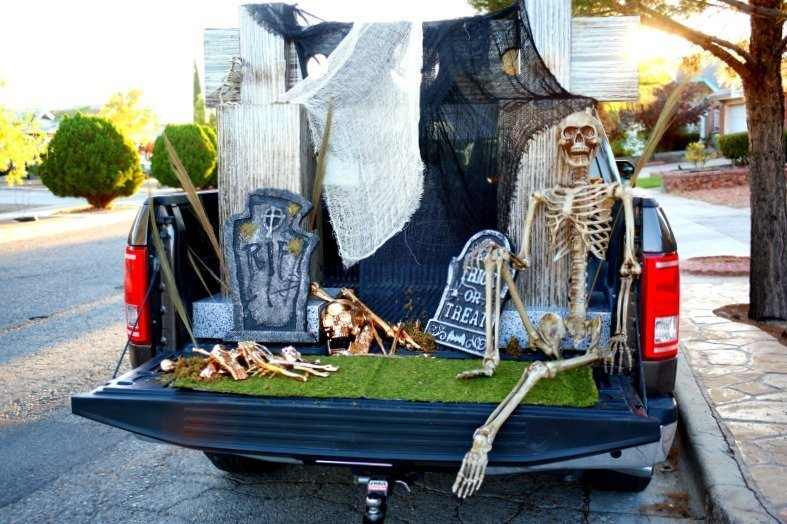 Get ready to Trunk or Treat with this Glam Cemetery Truck bed set up and a Trunk or Treat blog hop with 12 awesome bloggers [sponsored]