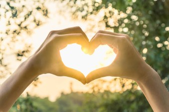 Hands making heart near sun | online couples counseling in texas| online therapy | counseling for relationships in texas | counseling for relationships in indiana | online couples counseling in indiana | Jordan Therapy Services and Laura Jordan