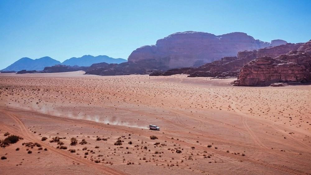 Driving in Jordan - Driving in the desert