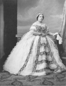 Isabel II con la corona confeccionada por Navarro