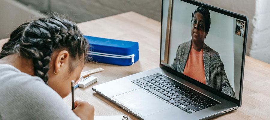 capacitación en línea ¿en vivo o pregrabada