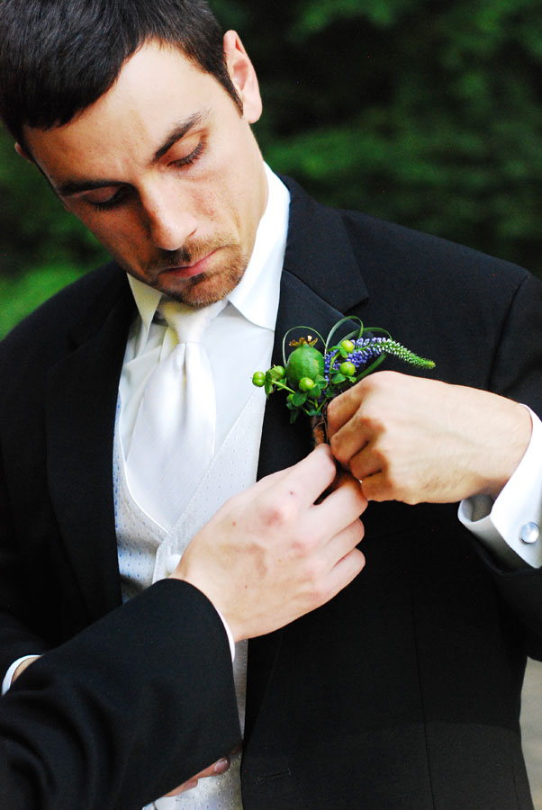 Poppy pod boutonniere | Jessica Ormond Events | Shot by Kelsey Photography