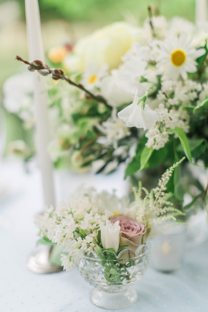 Romantic and wild sweetheart table. Flowers and styling Jessica Ormond Events. Photography Emily Koontz.