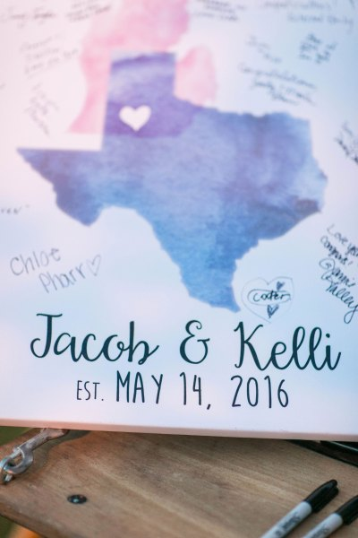 DIY overlapping state guest book canvas. Lubbock wedding coordinator Jessica Ormond Events. Allee J Photography.