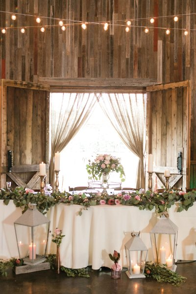 Rustic chic wedding head table with garland. Texas wedding florist Jessica Ormond Events. Photo by Allee J Photography.