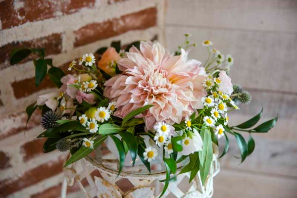 Cafe latte dahlia and chamomile arrangement by Jessica Ormond Events. Texas photographers Caitlin and Ryan Photography.