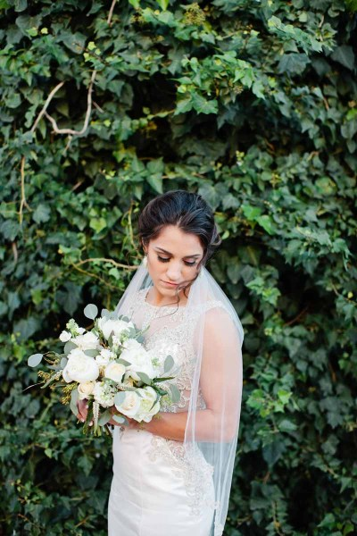 Texas bridal portrait with an elegant white bouquet by florist Jessica Ormond Events. Tara Hobgood Photography.