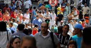 Um brasileiro pode ser salvo a cada quatro minutos com isolamento, estima estudo