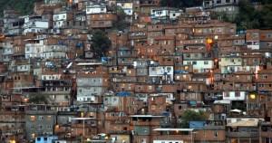Hiperverticalização de favelas expande malha urbana, mas há riscos