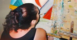 Placa adaptada devolve autonomia a artista com deficiência motora