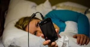 Noites maldormidas podem estar relacionadas ao uso do celular