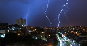 Verão traz chuvas e preocupação com rede elétrica