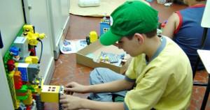 Psicanálise destaca importância do brincar e da escuta da criança