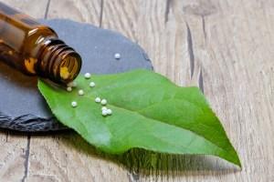 """""""Pílula Farmacêutica"""" explica como atua o fármaco homeopático"""
