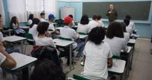 Especialista da USP diz que diretrizes da educação básica não trazem benefícios