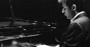 Pianista Cristian Budu mostra sua arte na Rádio USP