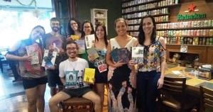 Amantes da leitura se reúnem para compartilhar experiências