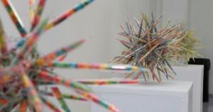 As cores e o movimento da ciência estão na arte de Anita Colli