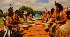 Índios terena contam sua história e cultura em exposição na USP