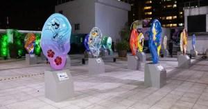 Exposição de arte urbana alerta sobre problemas auditivos