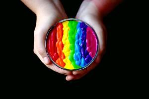 Após estereótipos, transexualidade se torna tema de saúde
