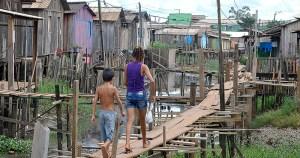 Locais sem saneamento exigem projeto de urbanização que envolva aspectos sociais