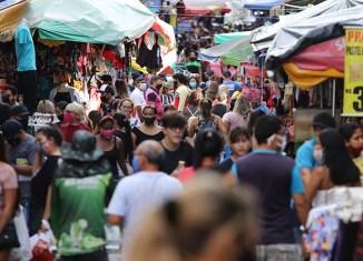 Movimento e uso da máscara de proteção nas ruas de Manaus - Foto: Mário Oliveira / SEMCOM via Fotos Públicas