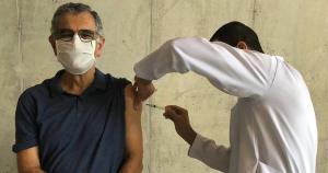 """""""Quando chegar a sua vez de se vacinar contra a covid-19, não deixe de fazê-lo"""", afirma reitor da USP"""