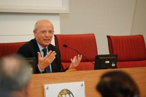 Ministro de Portugal fala sobre populismo e desinformação