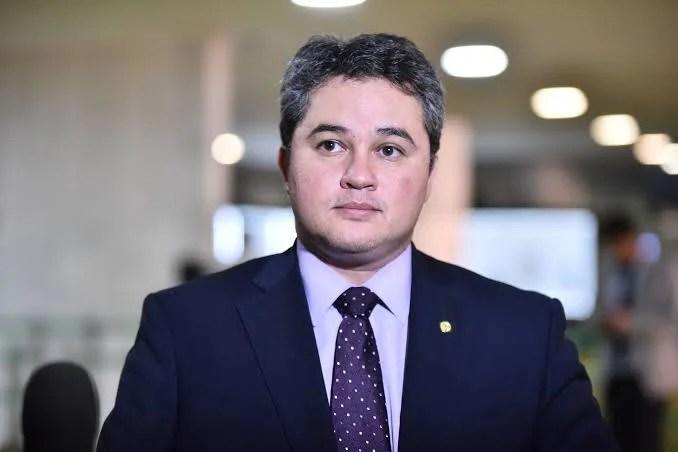 """Efraim acredita que fusão entre DEM e PSL contribuirá para sua candidatura ao Senado e reeleição de Julian à Câmara: """"O projeto não é conflitante"""""""