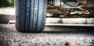 pista de corrida em sua fábrica-lubrificante-carro-pneu