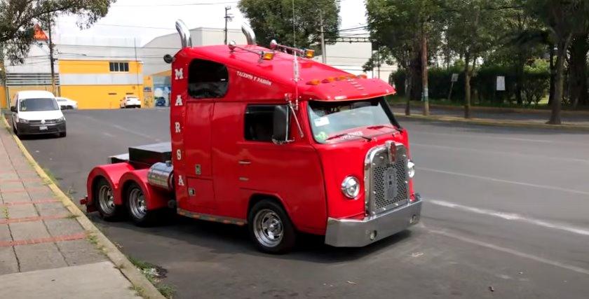 Kombi é transformada em caminhão trucado