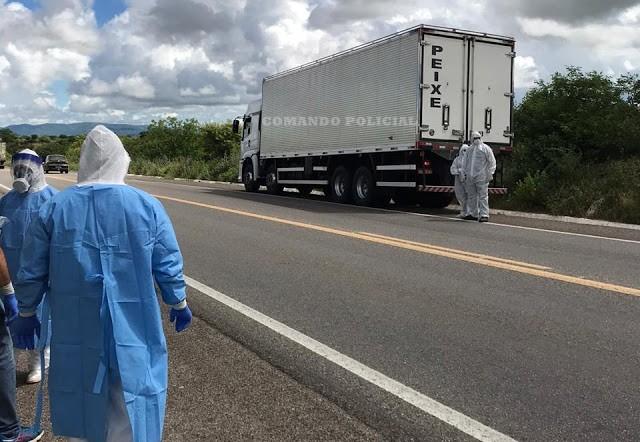 Caminhoneiro morre durante a madrugada dentro do caminhão na BR-423