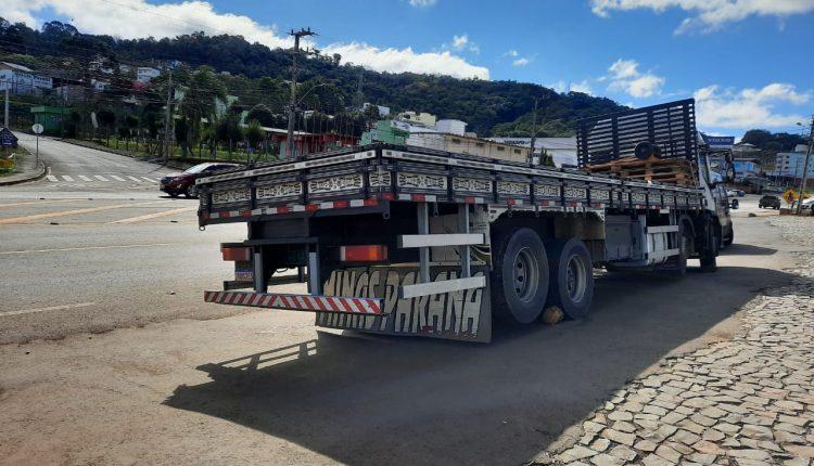 Mecânico que realizava conserto em caminhão morre após veículo se deslocar