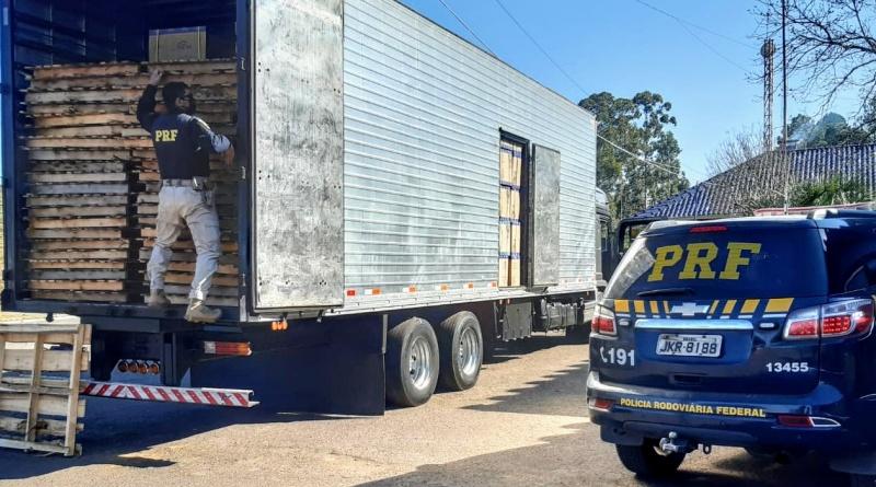Caminhão com R$2 Milhões em contrabando é apreendido pela PRF no RS