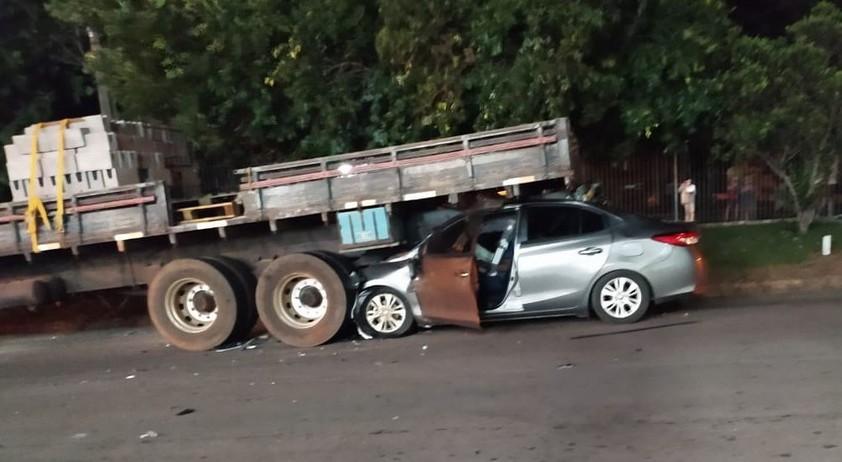 Estado de saúde de padre que colidiu carro na traseira de caminhão parado é grave