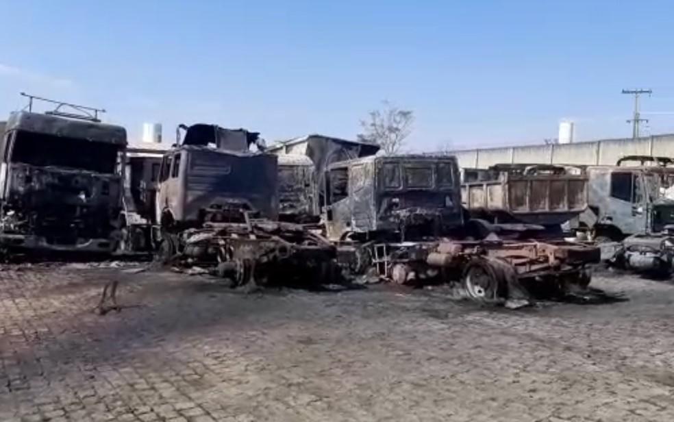 Incêndio destrói 100 caminhões em pátio de empresa no Goiás