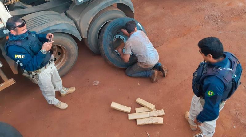 PRF encontra mais de 300 tabletes de maconha em pneus de caminhão na BR-060