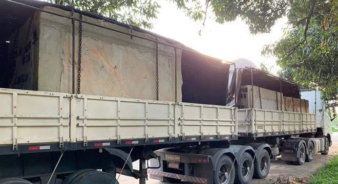 Volvo FH é flagrado com 46 toneladas de excesso de peso na BR 101 – ES