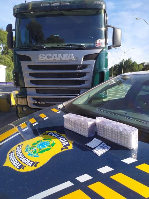 Caminhoneiro é flagrado com 1.500 comprimidos de rebite na BR-280, SC