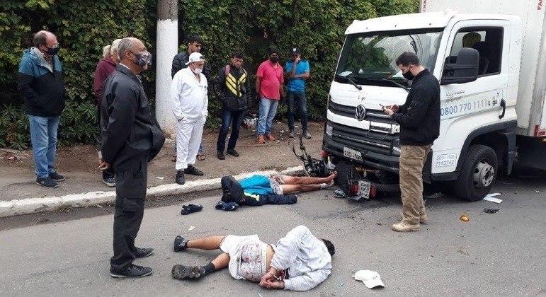 Caminhoneiro atropela dois assaltantes e evita assalto em SP